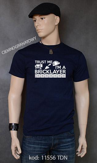 koszulka męska TRUST ME I'M A BRICKLAYER kolor ciemnogranatowy