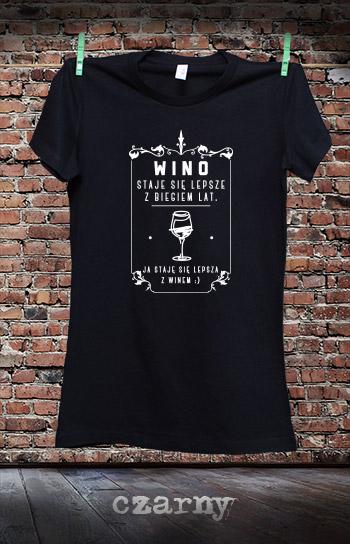 koszulka damska STAJĘ SIĘ LEPSZA Z WINEM kolor czarny